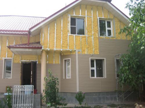 Утепление деревянного дома под сайдинг – материалы и технология монтажа