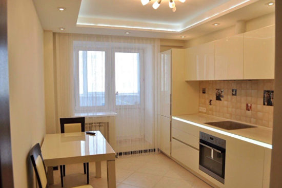 Ремонт на кухне, отделка стен и потолка