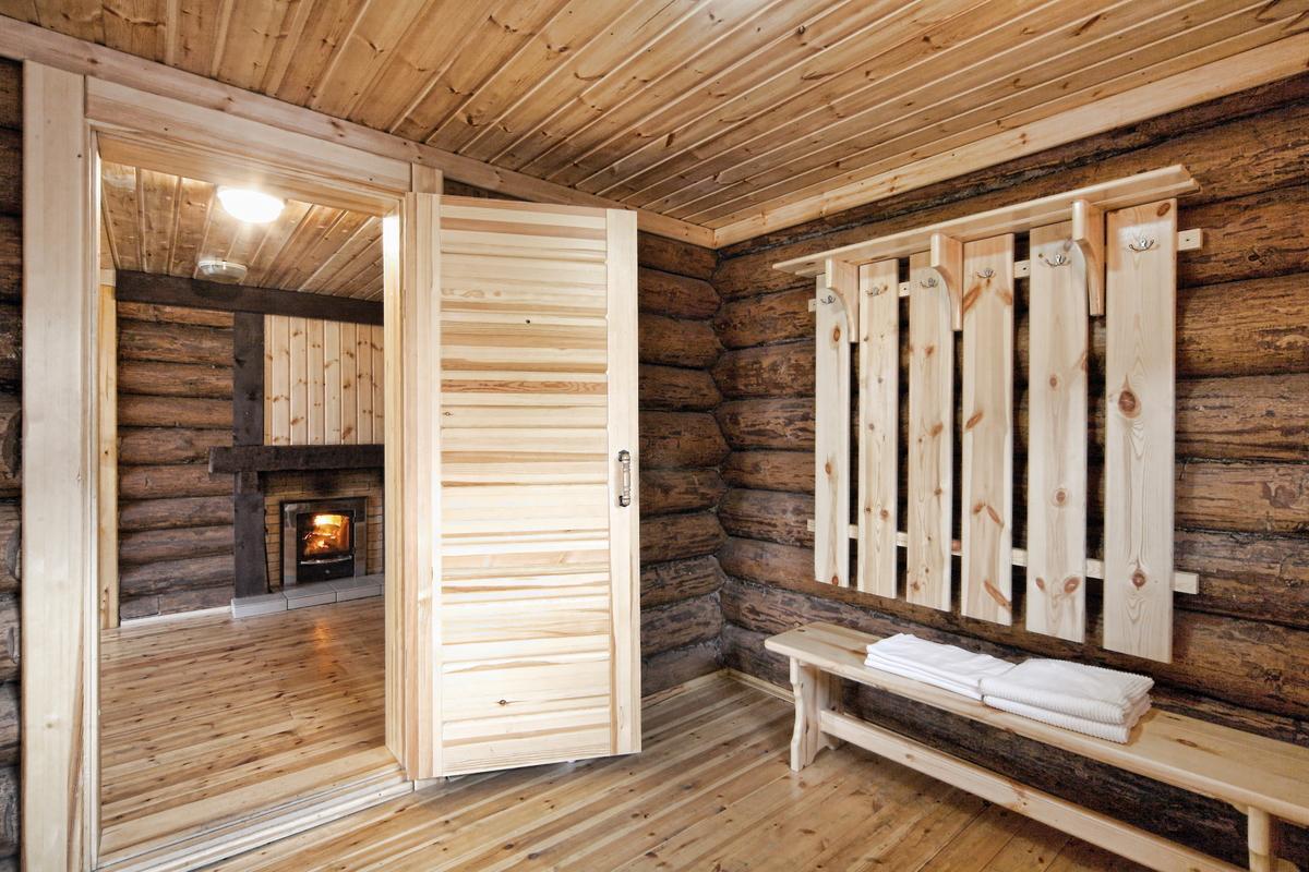 Деревянные двери для бани – практичность и эстетичность?