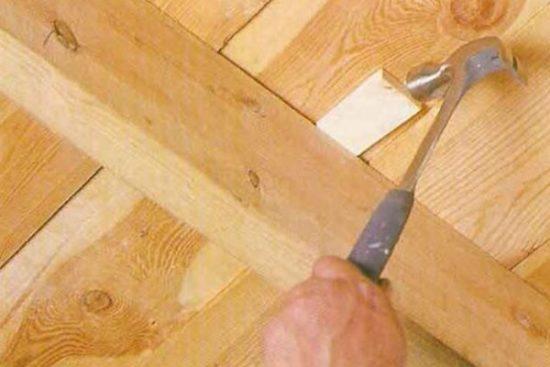 Как аккуратно снять вагонку со стен и потолка