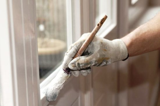 Краска для оконных рам – меняем облик своего деревянного окна