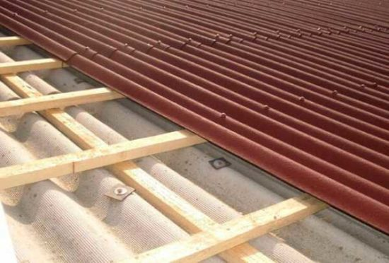 Кровля из ондулина – сделаем крышу без особого труда