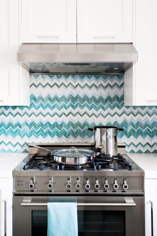 Какую плитку уложить на кухне?