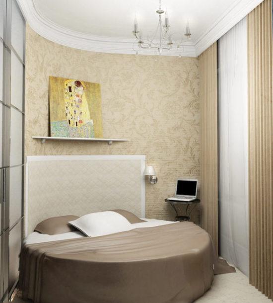 Очень маленькая спальня, или комната, в которой уютно