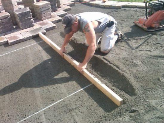 Тротуарная плитка монтаж - создаем дизайн во дворе